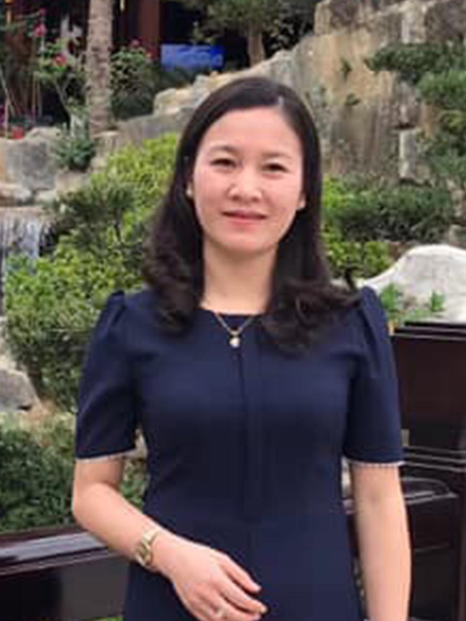 Cô Trần Như Hoa